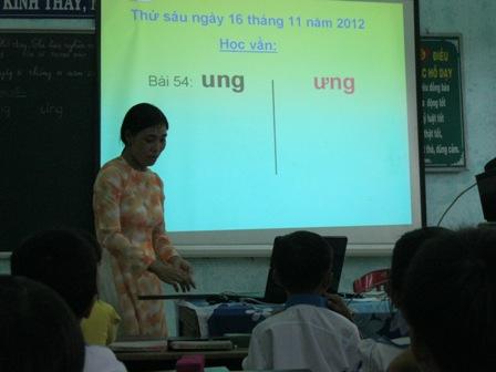 Các thầy cô đại diện các tổ tham dự Hội giảng nhận